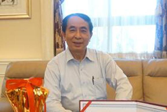 阮荣光 越南越中友协副会长                 国经济正从片面追求速度和数量向追求质量和效益进行转变,这也成为今后几年中国经济发展的主要战略目标。
